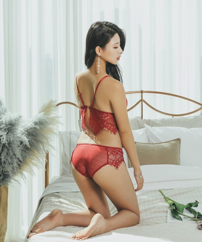 Jung Yuna hot chinese girl in red lingerie
